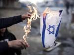 Spiel mit dem Feuer: Wenn der Protest gegen die Politik Israels plötzlich in Antisemitismus kippt. Im Bild: Verbrennung einer israelischen Flagge an einer propalästinensischen Demonstration im Rahmen des Konflikts in Gaza (PD).