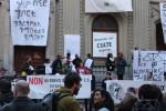 Sechs abgewiesene Flüchtlinge aus Eritrea und Äthiopien protestieren vor der Kirche Saint Laurent in Lausanne. (Bild: Komitee Refuge Saint Laurent)